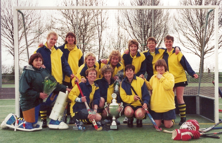 8 april 2001 Veterinnen kampioen in de B-poule!