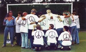 Hippies van achteren, Hens wordt wild!
