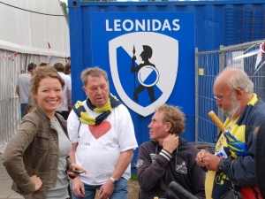Hens met Wyke Oosthout, Ben van Bethem en Ruud van Bunderen bij promotiewedstrijd H1 naar 2e klasse