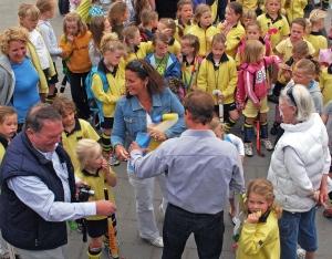 Hens bij festiviteiten 70e verjaardag Ada met fam. Kobus (2009)