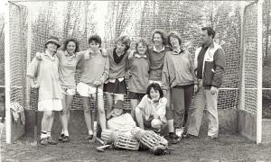 Hens als trainer/coach (1987) met 3e van rechts Mona Marie Kolff
