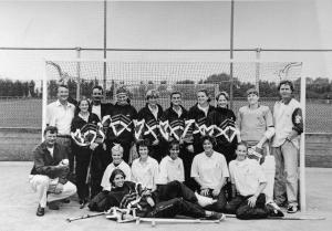 Ben als trainer bij Dames 1 1997-98, met oa sponsor Paul vd Burg, Femke Meijer en Muriel Rosendaal