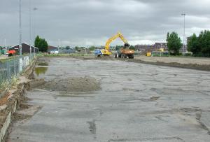 Afgraven van het oude HBR veld (ter voorbereiding komst nieuw voetbalveld)