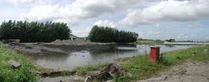 De plek waar ons veld lag volgelopen met water (aug.2004)