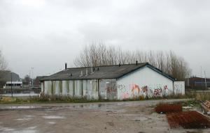 Het oude clubhuis in ontredderde staat vlak voor de afbraak (nov. 2004)