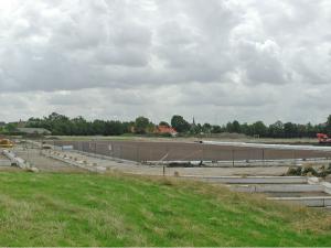 1 juli 2004 fundament clubhuis met Veld 2 in aanleg