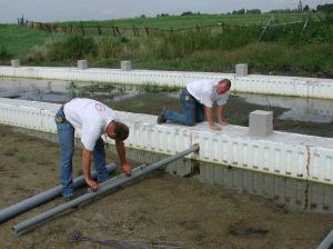 De riolering wordt waterpas gelegd