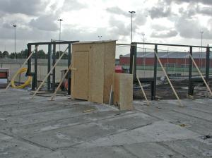 21 sept. Meterkast is geplaatst en wordt beschermd met hout