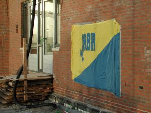 De 1e steen is verstopt achter de HBR vlag. Toegang tot clubhuis is nog provisorisch
