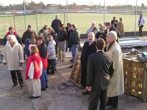 9 jan. 2005: Het publiek verzamelt zich voor de onthulling