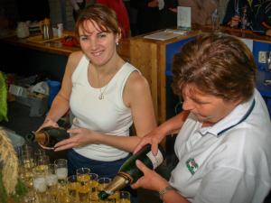 2004: Nicole vd Windt 1e Vrijwilliger vh Jaar (met haar moeder Gerrie ere-lid in 2007)
