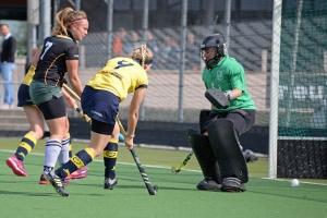 Sascha vd Ree scoort de 2 - 0 voor Dames 1