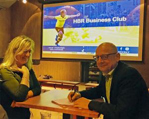 Cas Lamens Automobielbedrijf tekent eerste Business Club contract met HBR