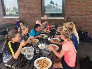 Pasta op de club na een pittige training
